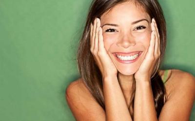 Qué es la sonrisa gingival y cómo se corrige